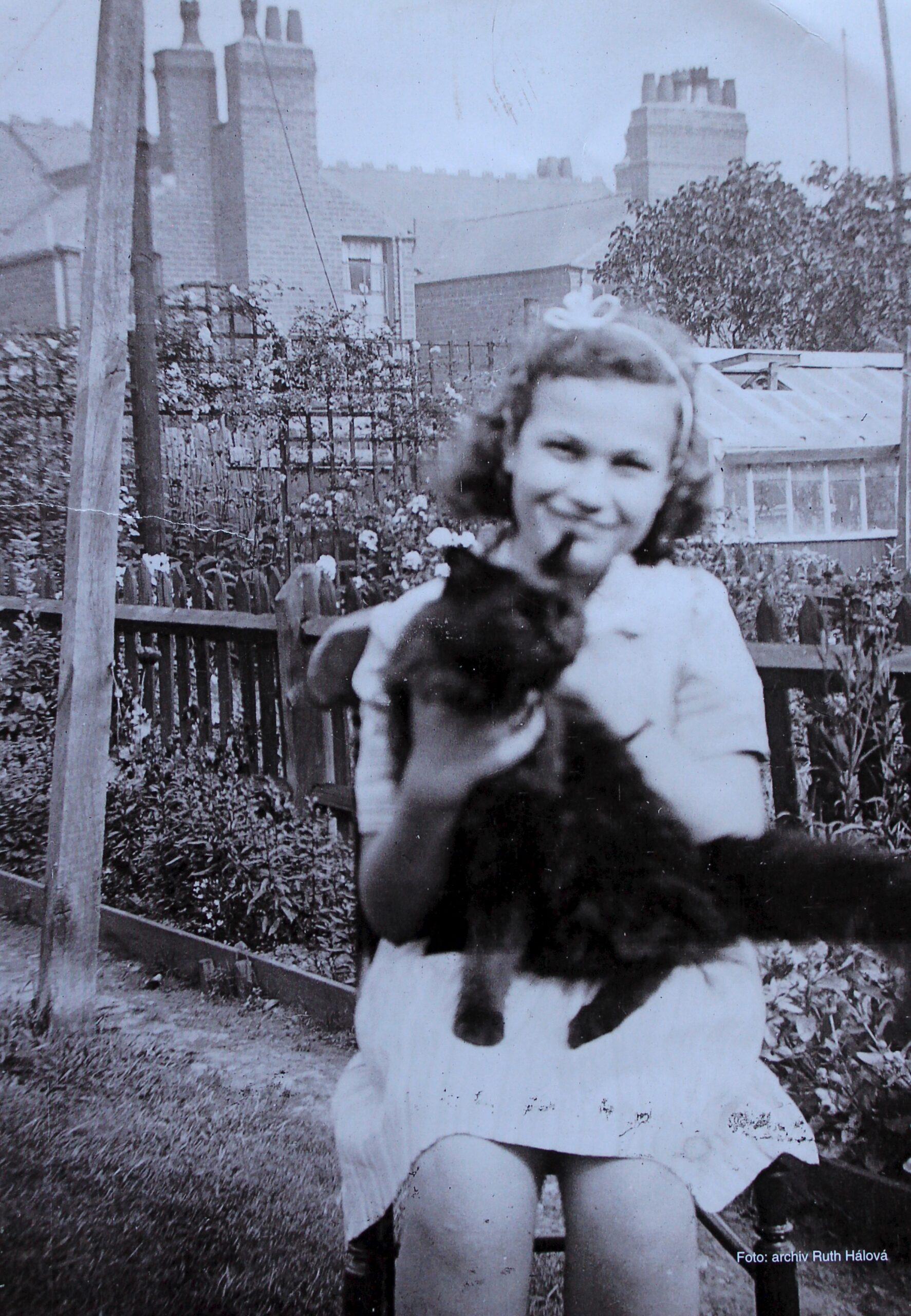 Ruth Hálová ve 13 letech