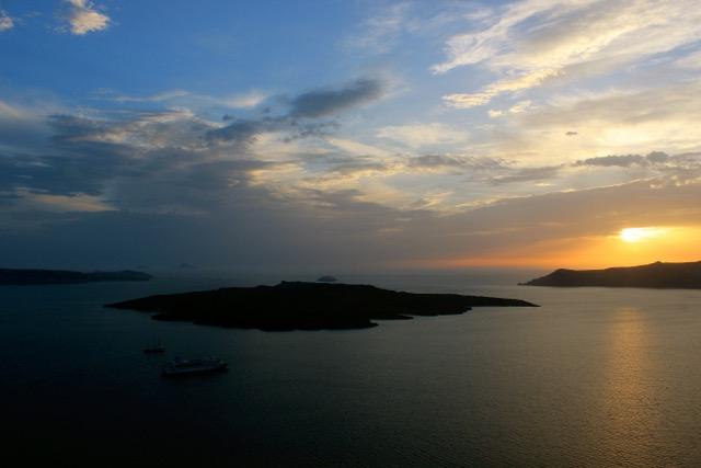 Západ slunce na Santorini.