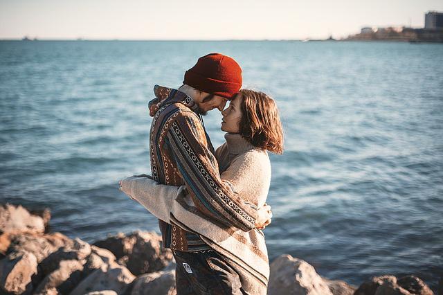 Ženy si ukládají své negativní emoce spojené se vztahy do oblasti podbřišku.