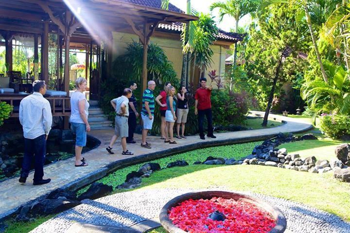 iLab Bali 2013 – Roger Hamilton nám ukazuje svůj resort